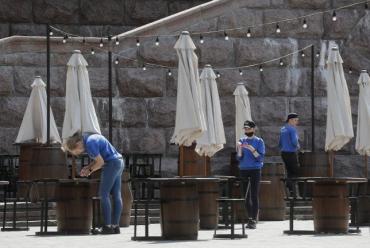 Карантин какой-то выборочный: Владельцы ресторанов и отелей в Закарпатье хотят от властей ответов на вопросы
