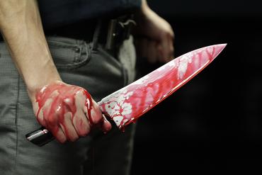В Закарпатье мужчина всадил себе в живот нож, желая покончить жизнь самоубийством