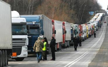 Акция протеста на границе: учасники протеста перекрыли дорогу