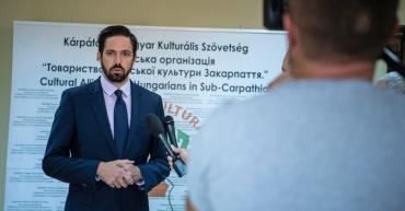 Левенте Мадяр зазначив, що вони прагнуть вирішити проблеми за новим конструктивним підходом, і Україна також має позитивні наміри на це