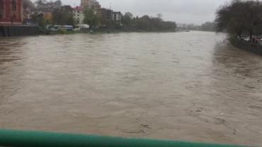 В Ужгороде набережная Независимости в шаге от наводнения