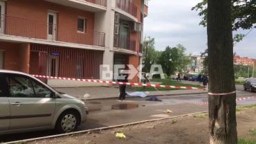 Украинский город онемел от шока - мама с младенцем прыгнула с 19 этажа