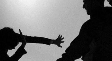 Бил без остановок: В Закарпатье сумасшедший сын всячески истязал бедную маму