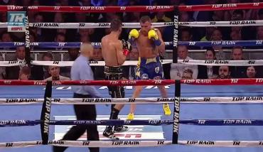 Ломаченко отправил в нокаут Линареса в бою за пояс WBA