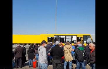 Очереди с заробитчан на границе в Закарпатье не имеют ни конца, ни края