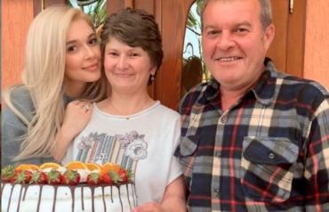 """Экс-участница """"ВИА Гры"""" приехала к родителям в Закарпатье"""