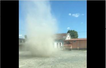 Мини-торнадо в Мукачево: Идентичное явление зафиксировали и в другом городе