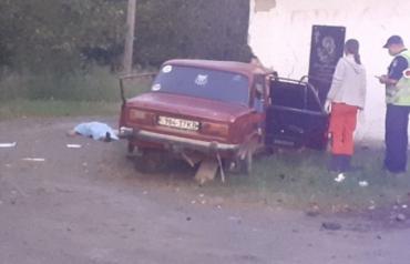 Страшное ДТП этим утром в Закарпатье: Накрытые трупы лежат возле машины
