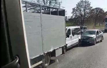 В Закарпатье на трассе тройное ДТП, автомобилям знатно досталось