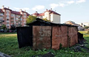 Непонятный пожар ярко осветил ночное небо в Мукачево