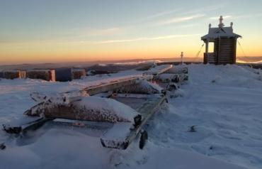 В Закарпатье показали обворожительный вид с заснеженной горы