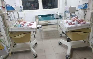 Три мальчика и девочка: В Ужгороде сегодня на свет появилась четверня