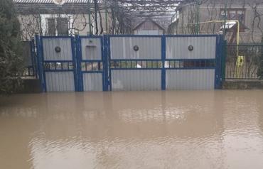 Возле Ужгорода дома не хило затопило после ливня