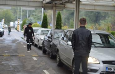 В Закарпатье на границе застряли сотни авто