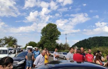 В Закарпатье на одной из трасс обозленные жители устроили митинг