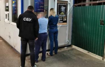 В Закарпатье на границе силовики начали обыски