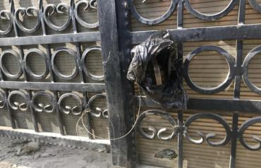 В Закарпатье к воротам дома местного депутата прикрепили гранату