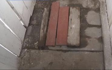 Туалет, в который упал первоклассник в Закарпатье, официально закрыли от греха подальше