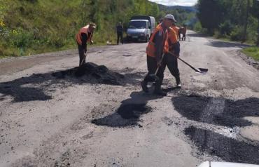 В Закарпатье сомнительный ремонт дороги беспокои