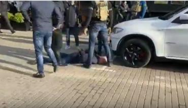 """В Ужгороде возле ТЦ """"Токио"""" спецназовцы проводят спецоперацию"""