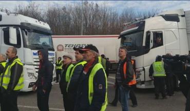 Десятки водителей фур заблокировали объездную возле Ужгорода