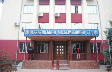В Мукачево кинологи ищут взрывчатку в горрайоном суде