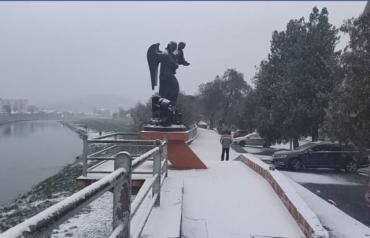 Почти все города в Закарпатье за ночь засыпал снег