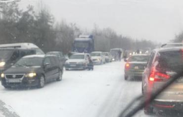 Большие пробки: Возле Ужгорода на трассе транспортный коллапс