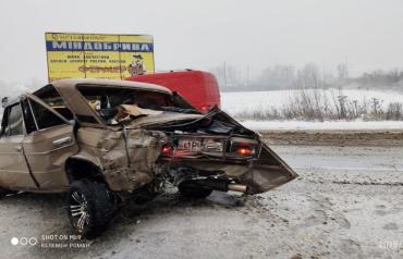 Серьёзное столкновение: В Закарпатье из-за снега произошло пятое ДТП