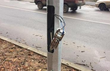 В Мукачево вандалы с особой жестокостью расправились с государственным имуществом