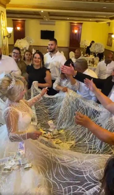 Как на роскошной свадьбе ромов невесту закидывают деньгами