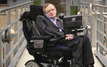 Сегодня умер физик-теоретик Стивен Хокинг