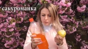 Как в Закарпатье фотографируются девушки рядом с сакурой