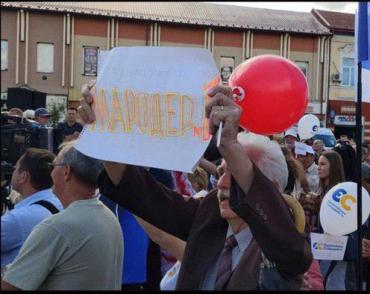Ганьба: Закарпатье встретило Порошенко недружелюбно