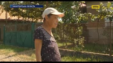 В Закарпатье к маме, которая зарезала родного сына, наведались журналисты