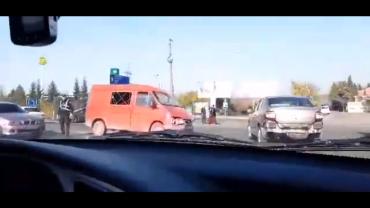 """В Закарпатье на трассе """"Киев-Чоп"""" иномарка протаранила микроавтобус"""