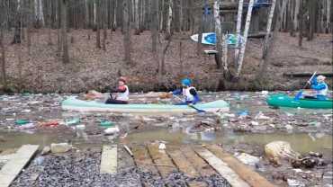 Закарпатье сплавляет мусор: Шокирующее видео из Словакии