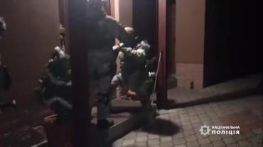 Лидер группировки депутат: В Закарпатье преступная группа удерживала за замурованной стеной семью с детьми