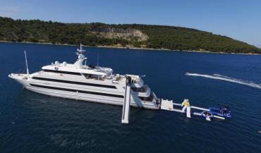 Джакузи, бар и сауна: Порошенко на роскошной 60-метровой люкс-яхте прячется от правосудия