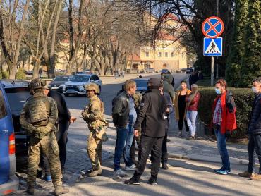 В Ужгороде известный рэкетир с сообщниками обещал убить человека, если тот не заплатил бы 400 000