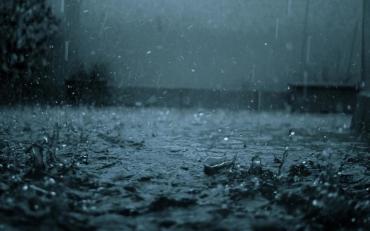 Грозы, молнии и ливень: Ужгород весь день будет терпеть происки погоды