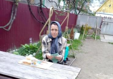 Потерянная и испуганная: В Закарпатье объявилась странная женщина и жители заволновались
