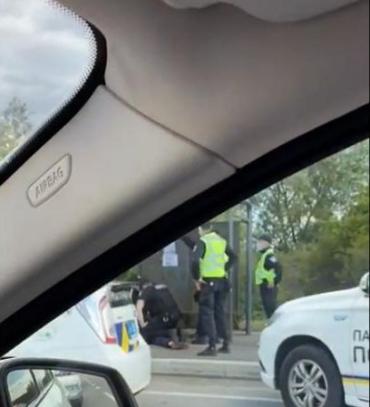 Полицейские возле Мукачево устроили погоню - на трассе пробка, проводится задержание
