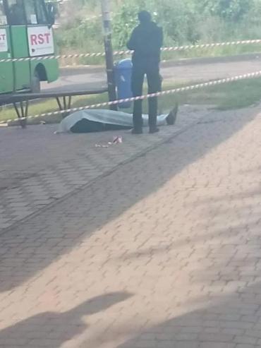 В Ужгороде с самого утра жесть - на остановке нашли труп человека