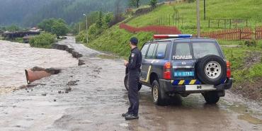 """В Закарпатье затопило трассу """"Мукачево-Рогатин"""" - в другую область не попасть"""