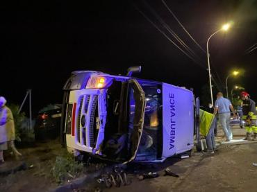 В Ужгороде BMW влетела в «скорую» - 5 пострадавших. Это произошло в полночь.