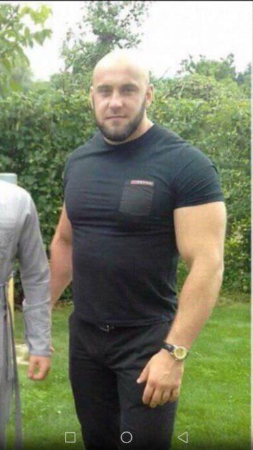 Груда мышц: Появилось фото опасного преступника, который сам сдался полицейским