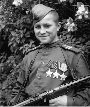Кузнецов стал самым молодым полным кавалером ордена Славы в 16 лет