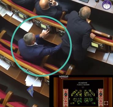 """Впервые в истории: Нардепу от партии """"Родное Закарпатье"""" вручили подозрение за кнопкодавство"""