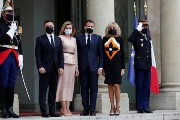 Зеленского в Париже ткнули носом в порошенковские Минские соглашения